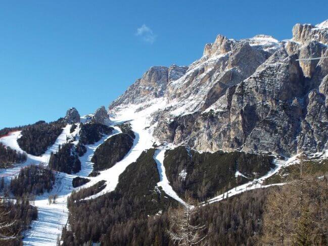 Skipass Cortina: cadono i primi fiocchi di neve e per non farsi trovare impreparati è corsa ai biglietti stagionali,sconti per gli studenti bellunesi