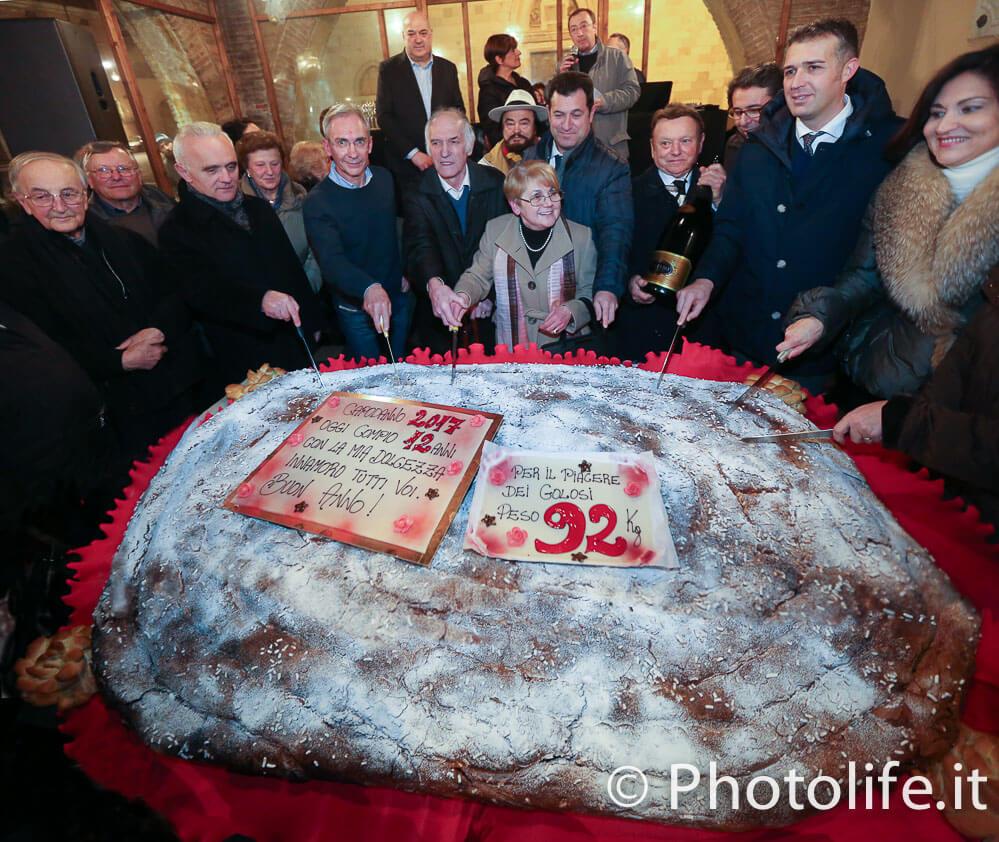 La sera del 1° gennaio a Cividale del Friuli il grande brindisi per la gubana gigante