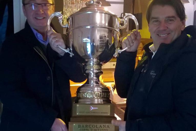 Entusiasmo tra equipaggio e sponsor di Spirit of Portopiccolo per la consegna del TROFEO al team vincitore della 50^ Barcolana