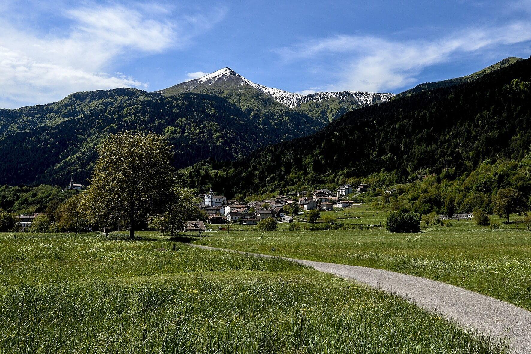 """Domenica 9 giugno 2019 a Sutrio, festa golosa fra i monti del Friuli  """"I Cjarsòns, la tradizione della Carnia"""""""