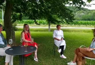 6 domande ad Antonia Klugmann Chef Titolare del Ristorante L'Argine di Vencò a Dolegna del Collio. A cura di Francesca Orlando, Nicolò Gambarotto e Mariella Trimboli Direttrice della rivista Top - Taste of Passion